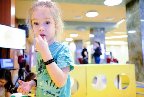 Cum sprijinim dezvoltarea sănătoasă a copilului în vremuri incerte